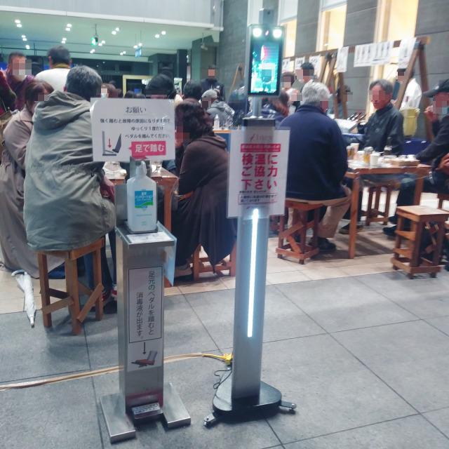 オープンストリート福山に設置したAI顔認証体温測定装置の昼間の様子